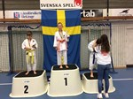 Harry Erdtman på prispallen i Scandinavia Shoto Cup den 29 april 2017.